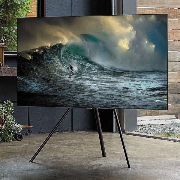 Samsung QLED met gratis Studio Stand