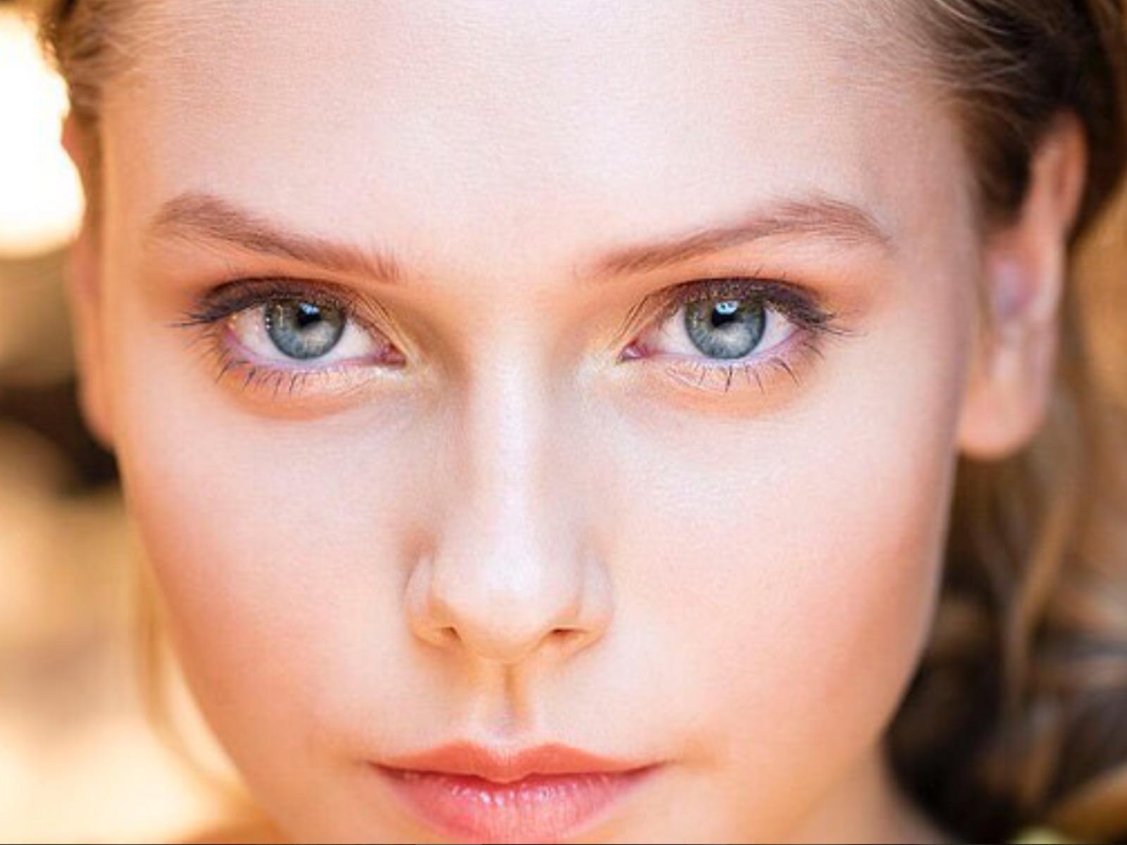 9 TIPS OM JE LOOK TE VERJONGEN EN MINDER MOE TE LIJKEN