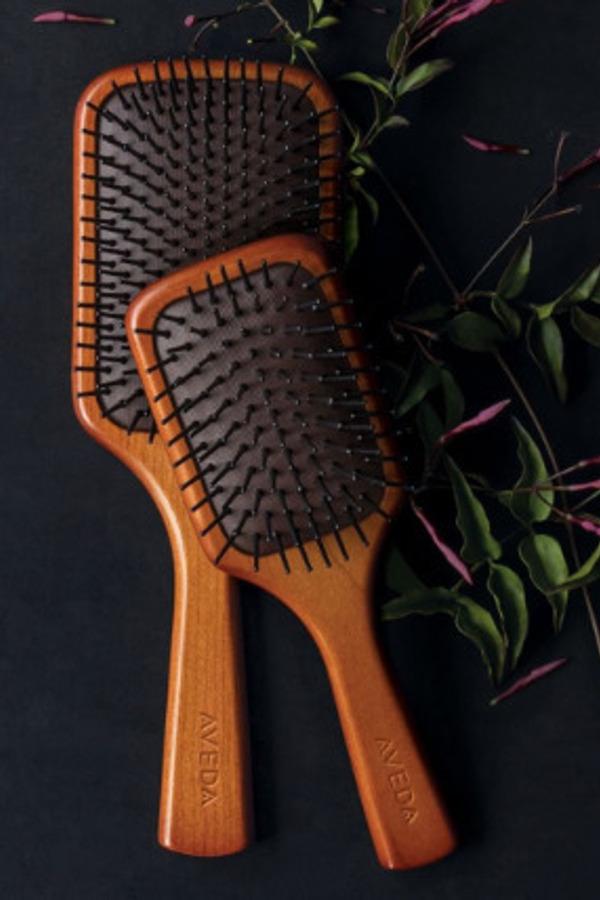 Zo maak je je haarborstel schoon