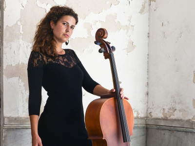 Carly E - van klassiek cellist naar artiest met cello