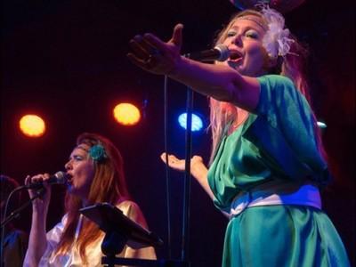 Beatrice en Vera van der Poel - ABBA XS