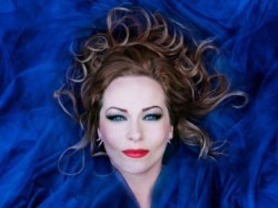Anneke van Giersbergen zingt Kate Bush
